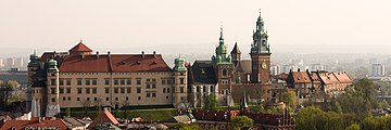 Zabudowa Wzgórza Wawelskiego (widok z wieży kościoła Mariackiego); A-7; PL-MA, Kraków, Wawel.jpg