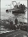 Zuidelijk flevoland, dijkbouw, Bestanddeelnr 125-0398.jpg