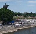 """""""Die Mosel fließt hinter dem Denkmal, ihre Strömung ist hier besonders schnell, weil sie an dem Denkmal vorbei muß."""" Kurt Tucholsky - panoramio.jpg"""
