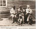 Мордва плетет лапти 1928.JPG