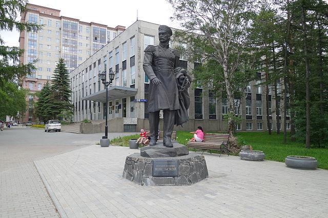 Памятник Г. И. Невельскому в Южно-Сахалинске