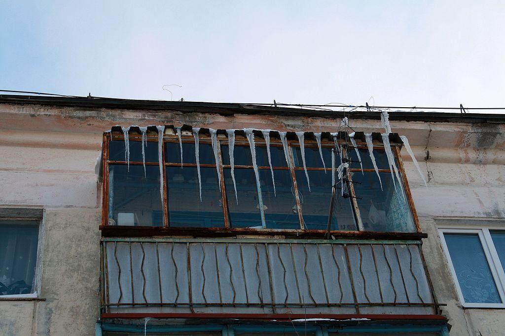Жилинспекция Петербурга недовольна уборкой крыш отснега