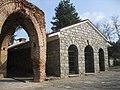 Тракийската гробница в Казанлък външен изглед.jpg