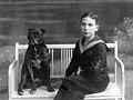 סקלרץ עם כלבו אליעזר נולד בשנת 1905 בברלין ברלין1915 btm33.jpeg