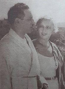 f609c6dd6 نجيب الريحاني وأيمي بريڤان في فيلم «ياقوت» المُصوَّر في باريس.