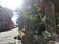 碑と港へ続く道 - panoramio.jpg