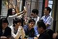 03.24 總統參訪電競世界冠軍團隊閃電狼,員工興奮地於會場自拍 (33465828192).jpg