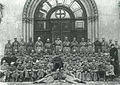 1922. Личный состав 3-го отделения милиции. По краям сидят одетые в штатское сотрудники уголовного розыска.jpg