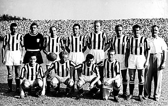 Jesse Carver - Carver (standing, first from right) as Juventus coach in the 1950–51 season