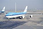197bc - KLM Boeing 747-406 (M), PH-BFF@AMS,30.11.2002 - Flickr - Aero Icarus.jpg