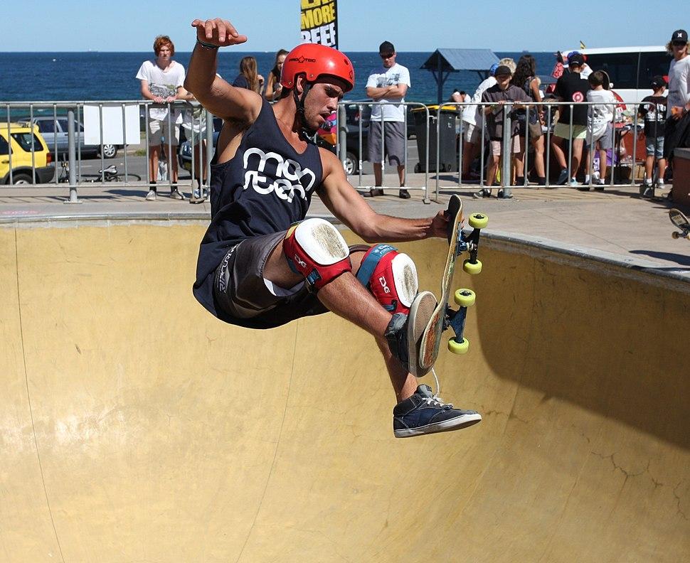 1 bowl skate boarding
