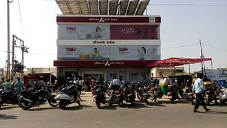 2016 Indian banknote demonetisation - People gathered at ATM of Axis Bank at 16th November 2016 in Mehsana, Gujarat to withdraw cash following deposit of demonetised currency notes in bank on 15 November 2016.