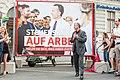 """2017 Präsentation Plakatsujets """"Holen Sie sich, was Ihnen zusteht"""" (35556818183).jpg"""