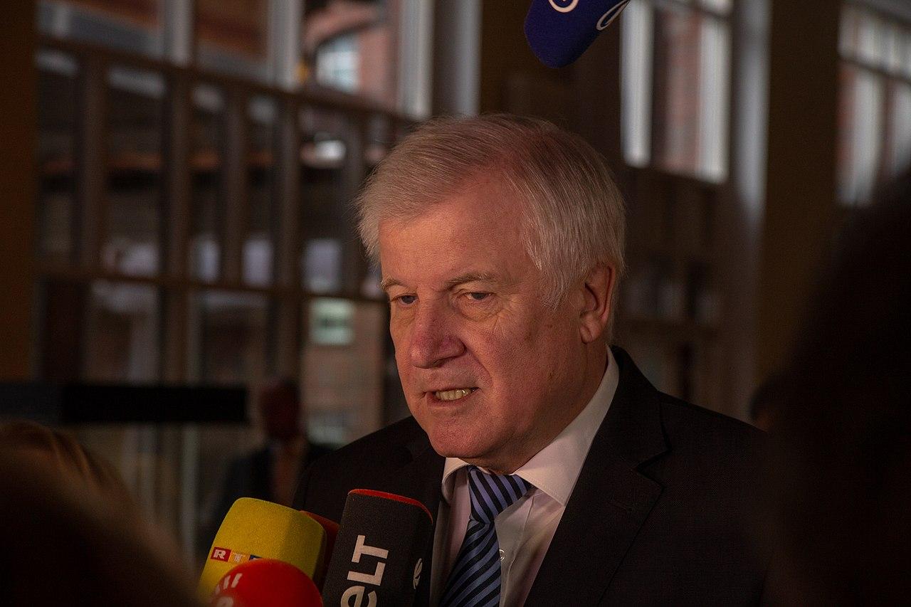2018-11-30 Horst Seehofer Innenministerkonferenz in Magdeburg-2315.jpg