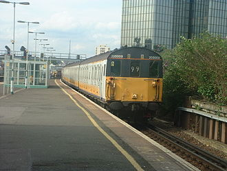 British Rail Class 205 - 205009 in Connex South Central colours in 2004 at East Croydon prior to preservation.