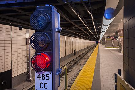 Example of a wayside block signal at the 34th Street-Hudson Yards station 34 St-Hudson Yards Station (21389427245).jpg