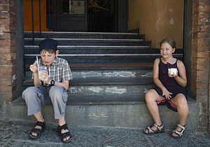 A boy and a girl eating Ice Cream, Siena - 1498.jpg