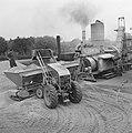 Aanleg en verbeteren van wegen, dijken en spaarbekken, landbouwwegen, deponeren , Bestanddeelnr 161-0765.jpg