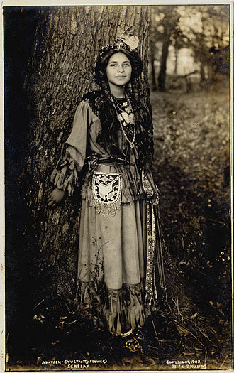 Seneca people - Seneca woman Ah-Weh-Eyu (Pretty Flower), 1908.
