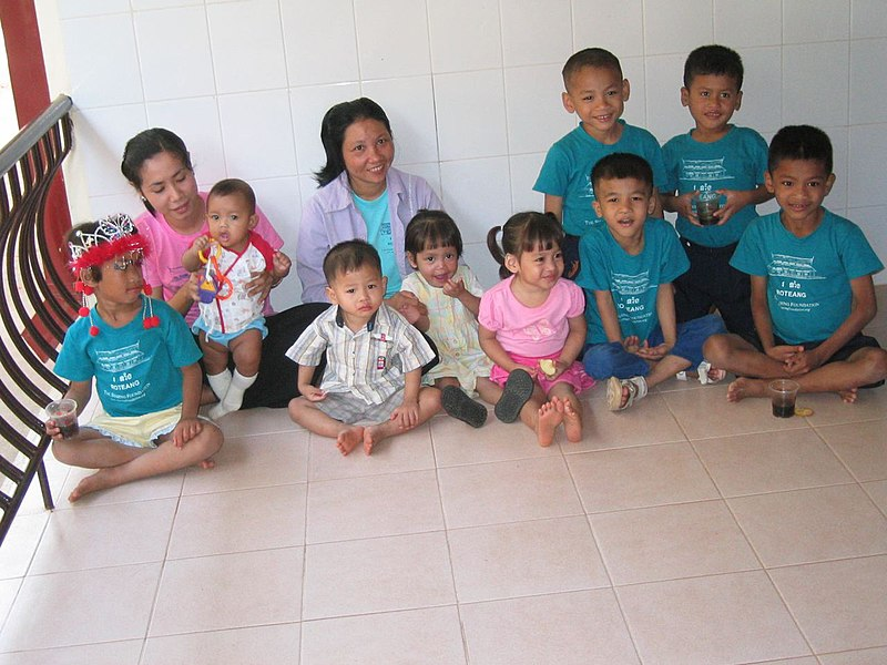 File:Aids orphans from Cambodia.jpg