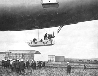 SSZ class airship - SSZ 17 landing at Pembroke, 1917. Note the boat-shaped car and scoop to supply air to the ballonets.