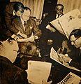 Al día siguiente, Perón y sus ministros se informan de los hechos a través de los diarios.jpg