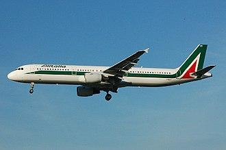 Airbus A321 - Image: Alitalia Airbus A321 I BIXT