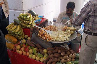 Aloo chaat - Image: Aloo chaat vendor, Connaught Place, New Delhi