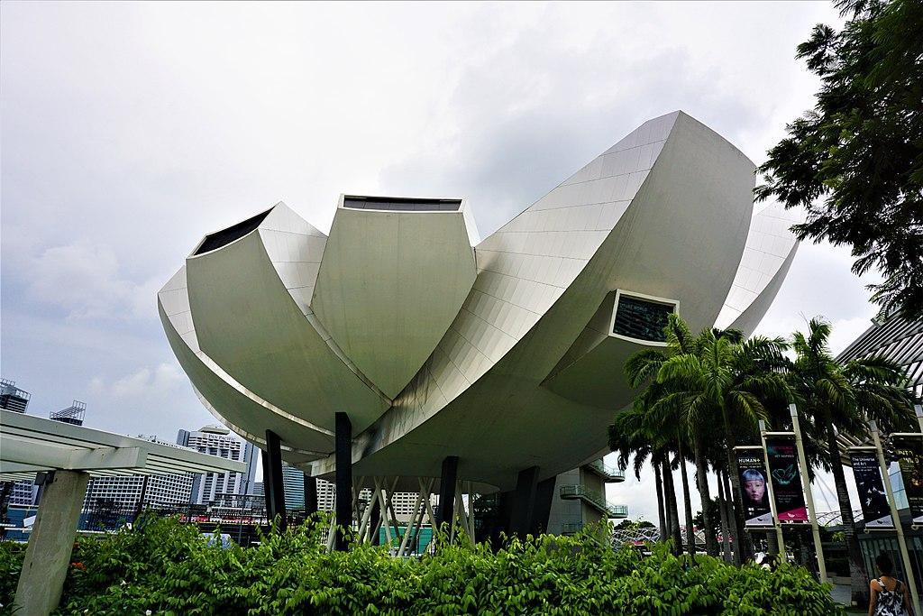 ArtScience Museum - www.joyofmuseums.com - exterior