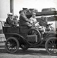 Autotoerisme - Tourists in a car (4796120418).jpg