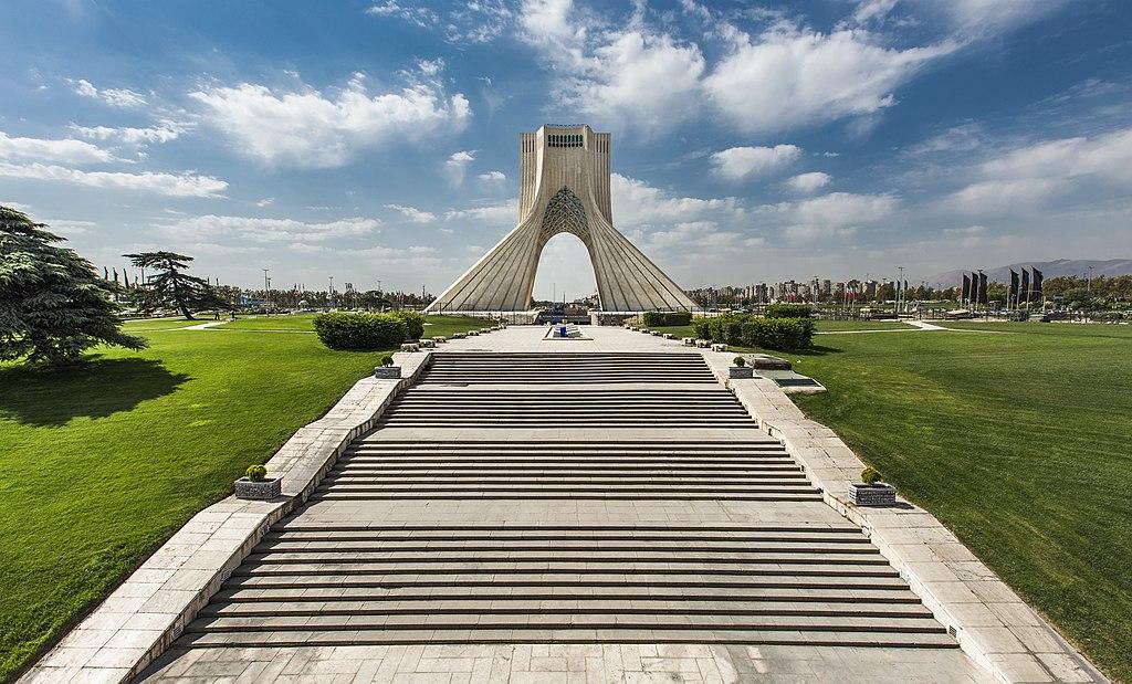 https://upload.wikimedia.org/wikipedia/commons/thumb/8/8e/Azadi_Tower_in_the_spring.jpg/1024px-Azadi_Tower_in_the_spring.jpg