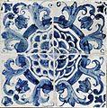 Azulejos de padrão camélia azul e brancos (2).jpg