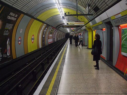Baker Street stn Jubilee line northbound look south