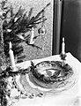 Banketkrans bij de kerstboom, Bestanddeelnr 252-1524.jpg