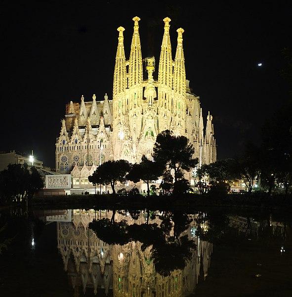 File:Barcelona, Sagrada Familia by night, 2015.jpg