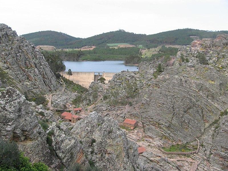 Imagem:Barragem PenhaGarcia.JPG