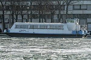 Bassin de la Villette gelé, 2012-02-11 Paris Canal.jpg