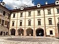 Benátky nad Jizerou, zámek, nádvoří (3).jpg