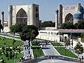 Bibi Khanum Mosque, Samarkand (4934027017).jpg