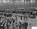 Bijzetting op Grebbeberg van 20 gesneuvelde militairen in Frankrijk, Bestanddeelnr 903-8459.jpg