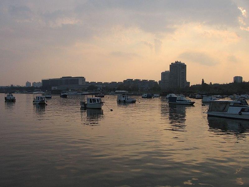 Boats on Danube - panoramio.jpg