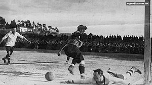 1925 Boca Juniors tour to Europe - The Celta de Vigo goalkeeper facing Manuel Seoane.