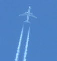 Boeing 767 Contrail.png