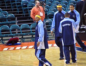 Bonzi Wells - Wells warms up with some Memphis Grizzlies before the start of a 2005 Bobcats game in Charlotte, NC.