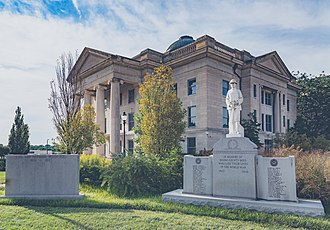 Boone County Courthouse (Missouri) - Boone County Courthouse and war memorials in 2017