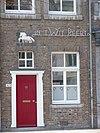 foto van Huis IN HET WIT PEERT met lijstgevel.