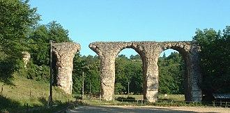 Brignais - Image: Brignais Aqueduc du Gier 1
