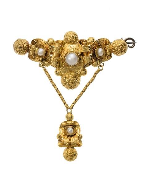 Brosch av guld med orientaliska pärlor, 1840-tal. Del av garnityr - Hallwylska museet - 109874