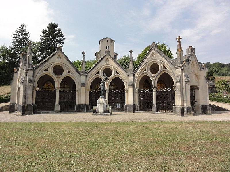 Bruley (Meurthe-et-M.) chapelle du rosaire, le devant; et chapelle St-Martin XIIe
