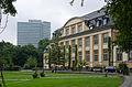 Bucerius Law School Hofseite und Emporio-Hochhaus.jpg